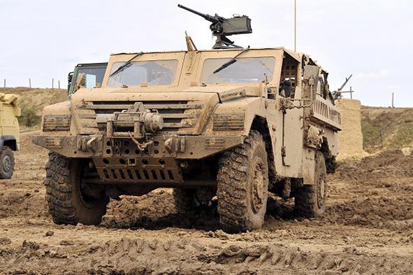 Renault sherpa light Special forces Heavy, vehicule 4X4 tout terrain tactique blinde, modele destine aux forces speciales, commande par l'OTAN Demonstration dynamique