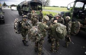 648x415_des-soldats-du-1er-regiment-de-chasseurs-parachutistes-de-pamiers-lors-d-un-exercice-sur-la-base-des